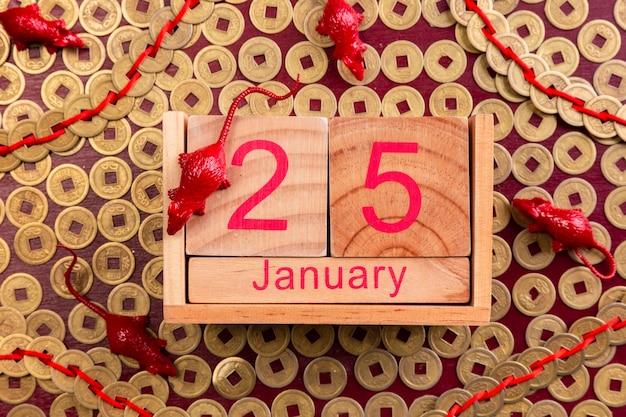 Date du nouvel an chinois avec figurines de rat Photo gratuit