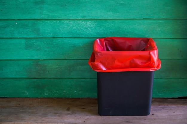 Les déchets infectieux à l'ancienne chambre de bois. Photo gratuit