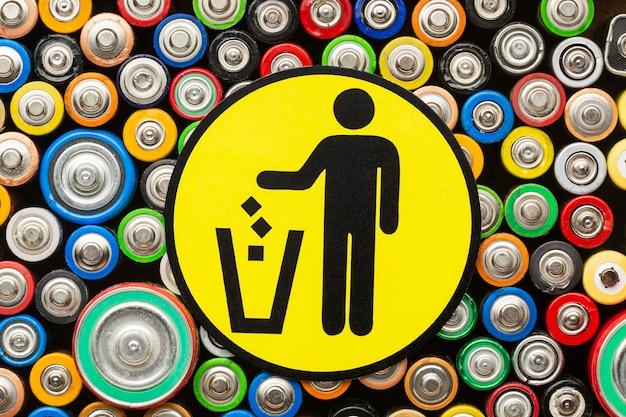 Déchets De Pollution De Batterie à Plat Photo gratuit