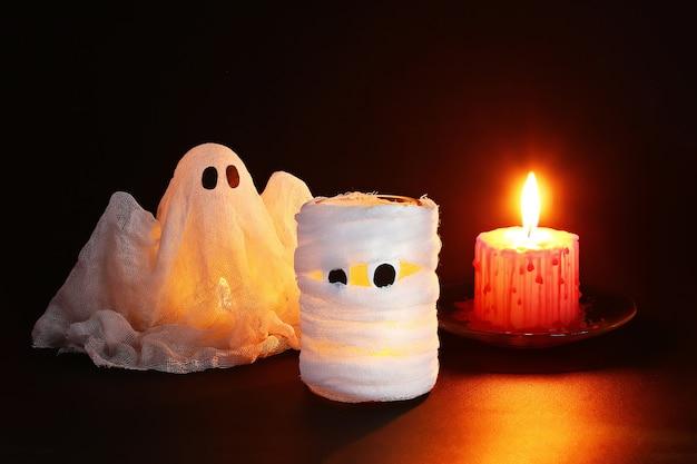 Décor d'halloween. artisanat d'un pot. halloween de jour. Photo Premium