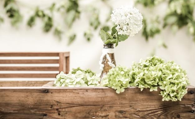 Décor De Mariage Avec Des Fleurs Photo Premium