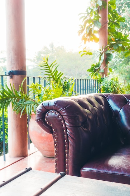 Décoration de canapé à l'intérieur du salon Photo gratuit