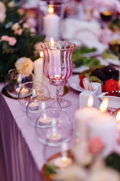 Décoration De Cérémonie De Mariage, Chaises, Arches, Fleurs Et Décor Divers Photo gratuit