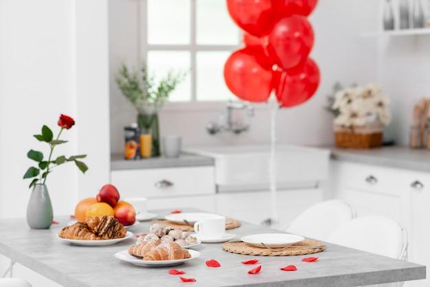 Décoration de cuisine pour la saint valentin Photo gratuit