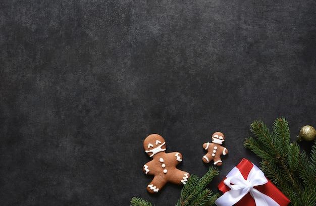 Décoration Du Nouvel An Avec Pain D'épice Photo Premium