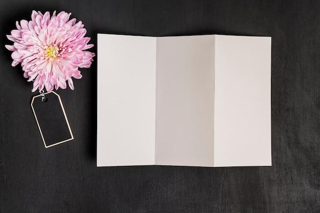 Décoration Florale Avec Feuille De Papier Photo gratuit