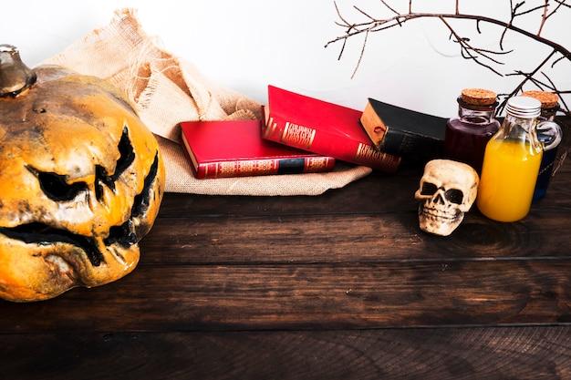 Décoration d'halloween sur le bureau Photo gratuit
