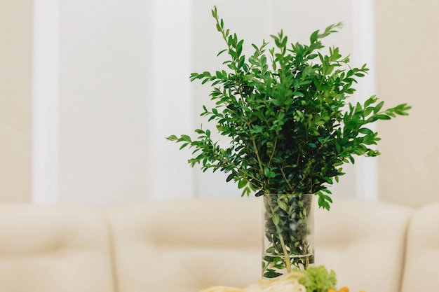 Décoration d'intérieur, fleurs et design d'intérieur floral Photo Premium