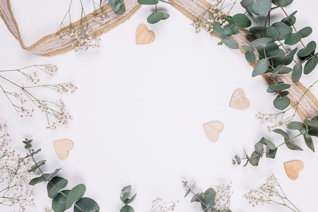 Décoration Naturelle Avec Des Coeurs Photo Premium