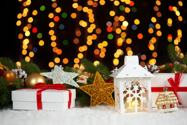 Décoration De Noël Sur Fond Sombre Avec Des Lumières Photo Premium