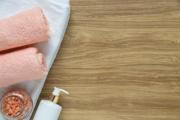 Décoration de spa sur fond de bois Photo gratuit