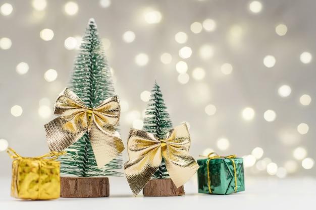 Décorations D'arbres De Noël Décorés Et Cadeaux Pour La Nouvelle Année Photo Premium