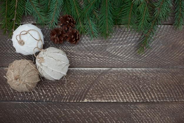 Décorations Naturelles Sur La Table En Bois Photo gratuit