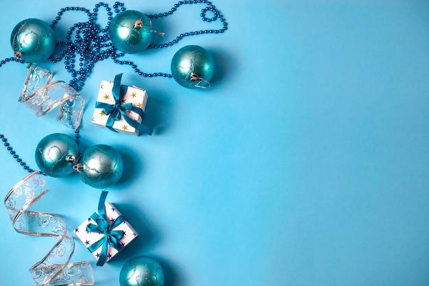 Décorations De Noël Avec Coffrets Cadeaux, Perles Et Boules Photo Premium