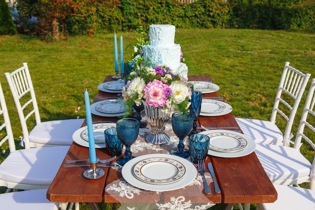 Décoré pour le mariage élégant table de dîner Photo Premium