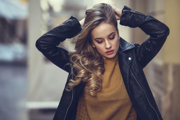 Dehors blonde jolie vie ondulée Photo gratuit