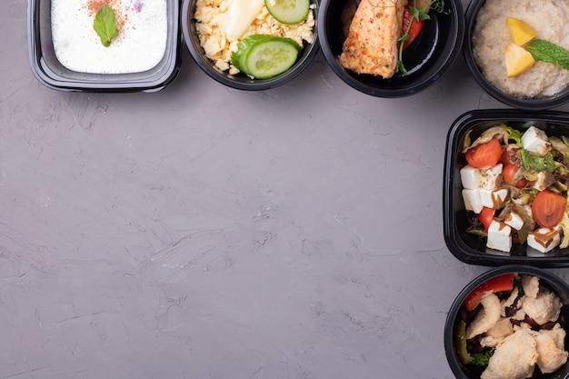 Déjeuner D'affaires Dans Des Récipients De Nourriture Photo Premium