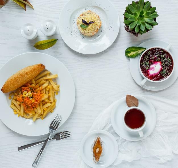 Déjeuner d'affaires sur la table Photo gratuit