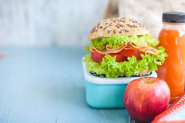 Déjeuner à l'école. Photo Premium
