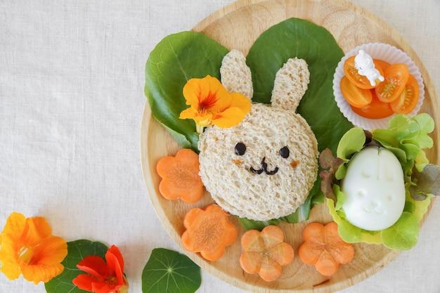 Déjeuner de pâques, art culinaire amusant pour les enfants Photo Premium
