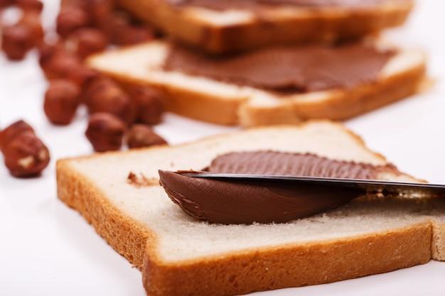 Délicieuse Crème Au Chocolat Sur Un Toast Photo gratuit