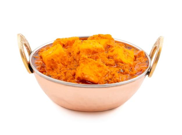 Délicieuse cuisine indienne épicée paneer toofani sur fond blanc Photo Premium