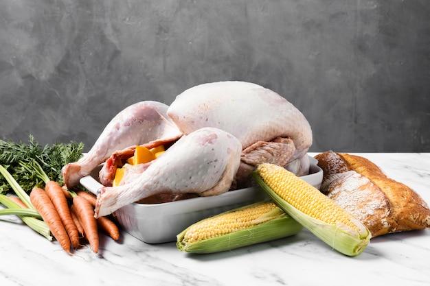 Délicieuse Dinde De Thanksgiving Au Maïs Photo gratuit