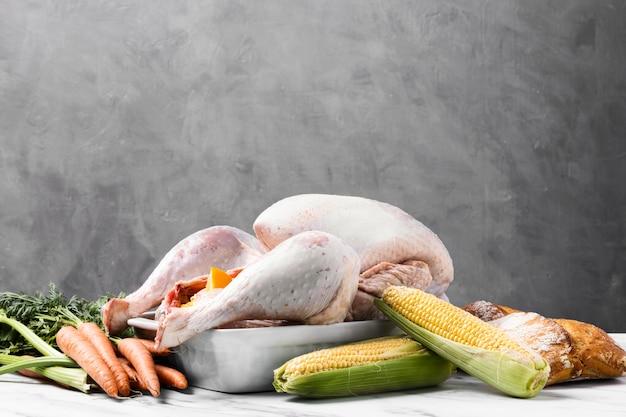 Délicieuse Dinde De Thanksgiving Dans Le Bac Photo gratuit