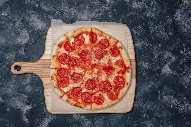 Délicieuse Pizza à La Viande Napolitaine, Pizzeria Et Plats Délicieux Photo Premium