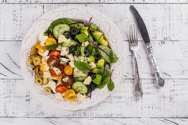 Délicieuse salade cobb maison Photo Premium