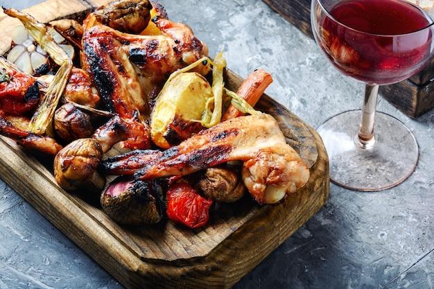 De délicieuses ailes de poulet grillées Photo Premium