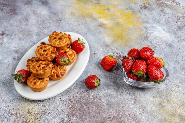 Délicieuses Mini Tartelettes Aux Fraises. Photo gratuit