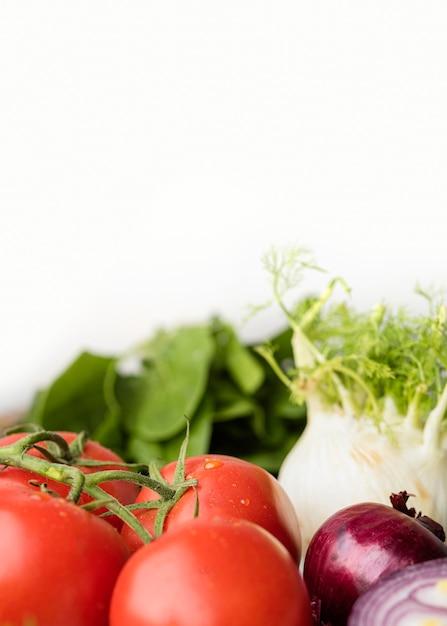 Délicieuses Tomates Et Légumes Pour Une Salade Saine Photo gratuit