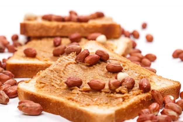 Délicieux beurre d'arachide sur la table Photo gratuit