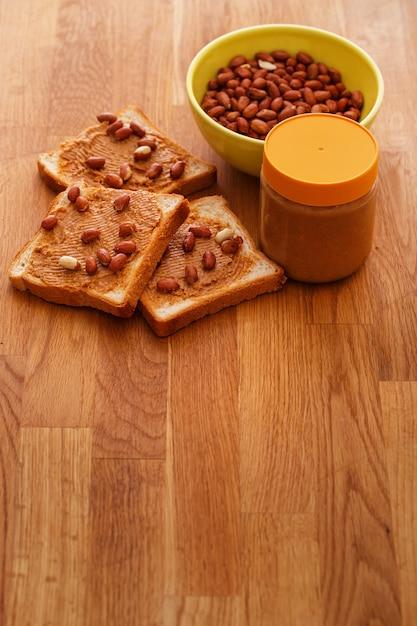Délicieux Beurre D'arachide Sur Un Toast Photo gratuit