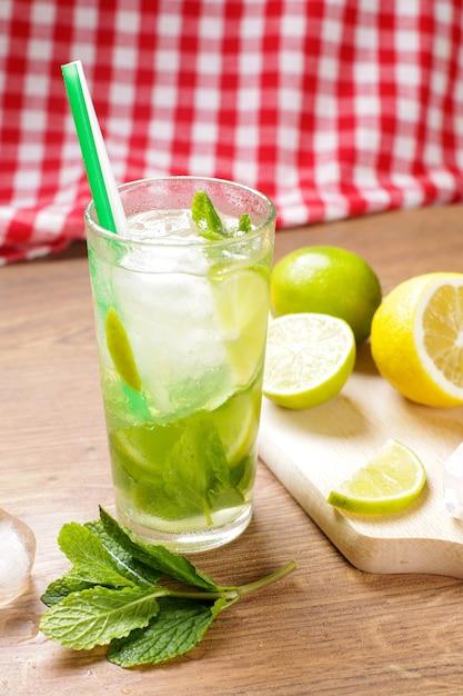 Délicieux cocktail de mojito Photo gratuit