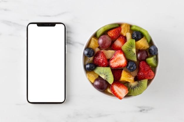 Délicieux Collation Saine Et Téléphone Portable Photo gratuit