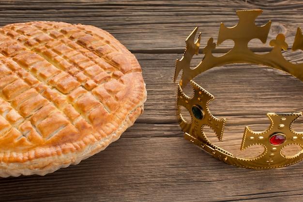 Délicieux Dessert Et Couronne De Tarte épiphanie Photo Premium