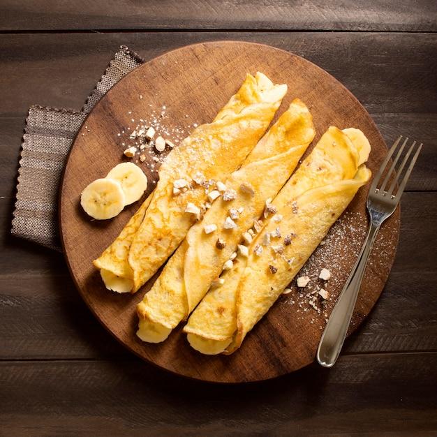 Délicieux Dessert Crêpe D'hiver Aux Bananes Photo gratuit