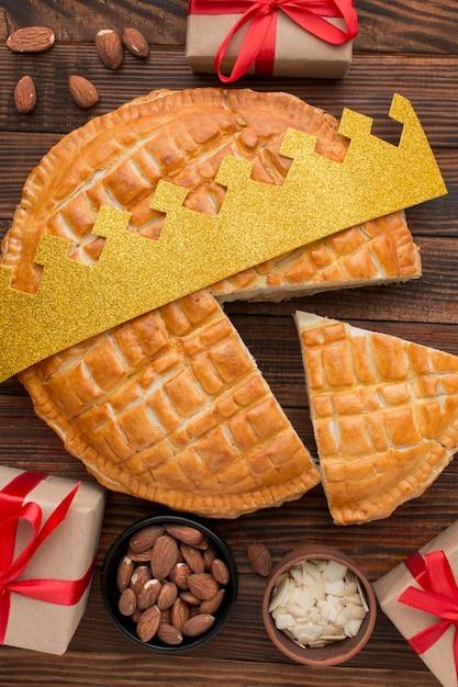 Délicieux Dessert De Tarte épiphanie Et Cadeaux Emballés Photo gratuit