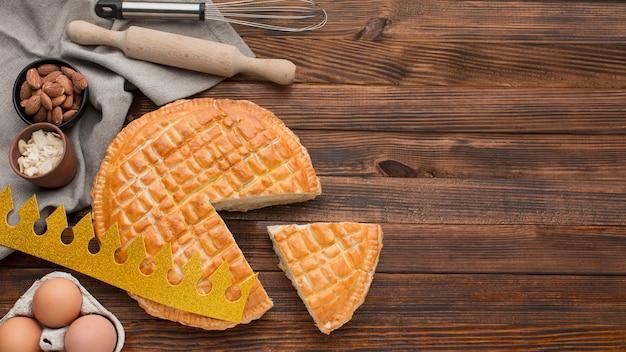 Délicieux Dessert De Tarte épiphanie Et Tranche De Tarte Photo Premium