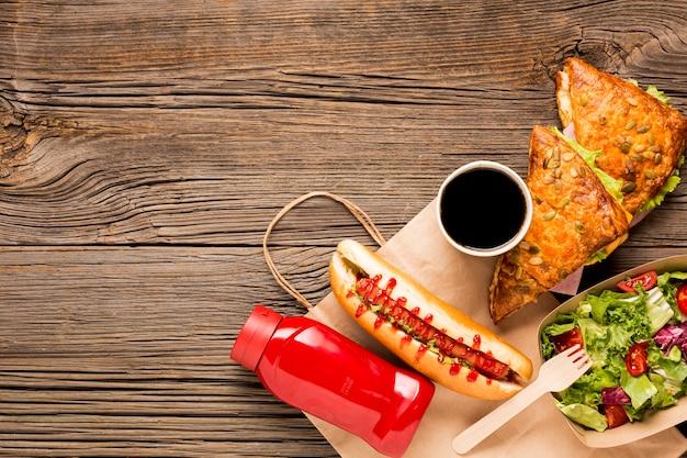 Délicieux Fast-food Avec Soda Dans Une Tasse Photo gratuit