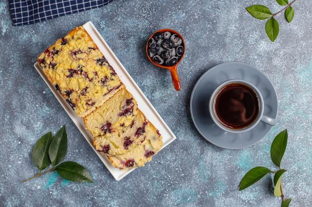 Délicieux Gâteau Crumble Aux Bleuets Fait Maison Avec Des Myrtilles Surgelées Photo gratuit