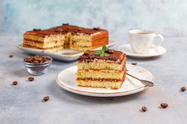 Délicieux Gâteau Tiramisu Fait Maison. Photo gratuit