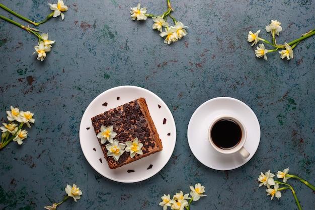 Délicieux Gâteaux Aux Truffes Au Chocolat Faits Maison Avec Du Café Photo gratuit