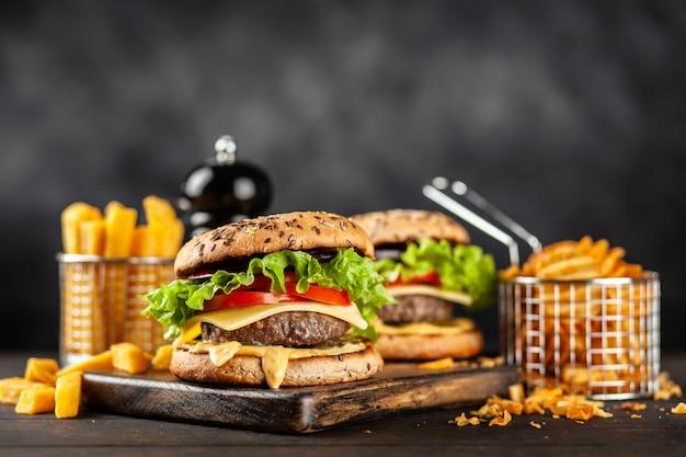 Délicieux Hamburgers Grillés Photo Premium