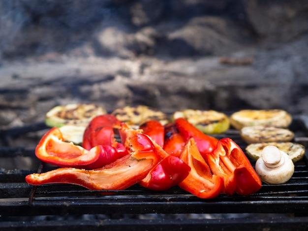 De délicieux légumes cuits sur le gril Photo gratuit