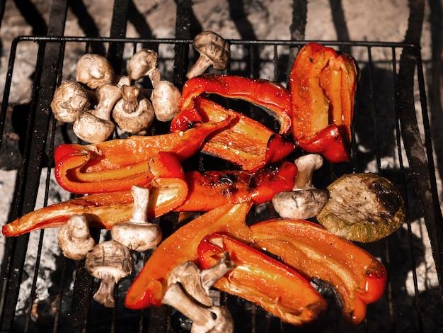 De délicieux légumes grillés au soleil d'en haut Photo gratuit