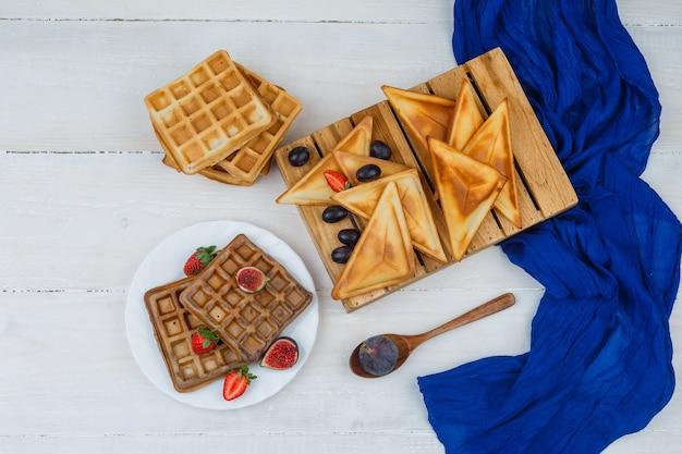 Délicieux Petit Déjeuner Avec Des Fruits Photo gratuit