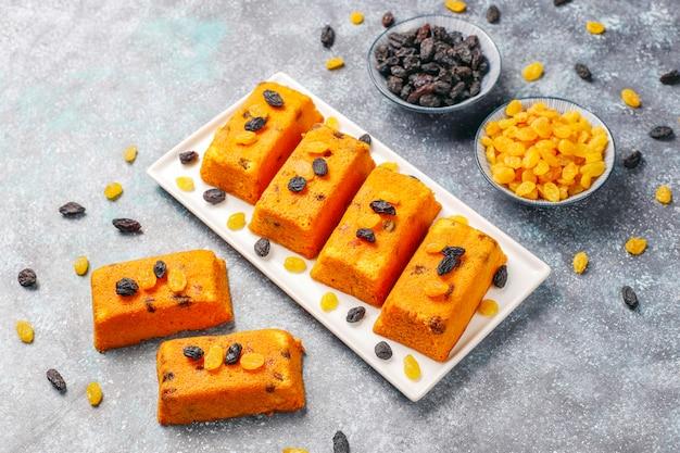 Délicieux Petits Gâteaux Aux Fruits Faits Maison, Gâteaux Aux Raisins Photo gratuit